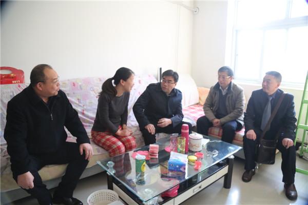 集团公司张斌成董事长到公司慰问职工